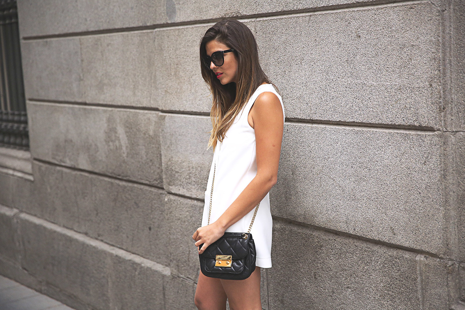 trendy-taste-look-outfit-street-style-ootd-blog-blogger-fashion-spain-moda-españa-steve-madden-mono-overall-playsuit-sandalias-michael-kors-white-blanco-5
