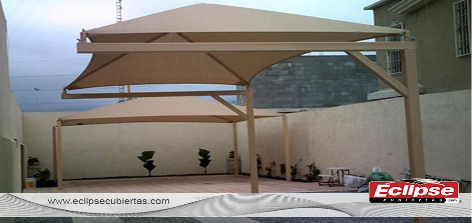 Toldo malla sombra cuatro aguas para patios y terrazas by for Toldos verticales para terrazas