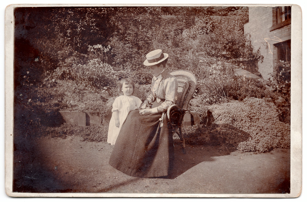 A photograph believed to be of Jessie and her daughter.