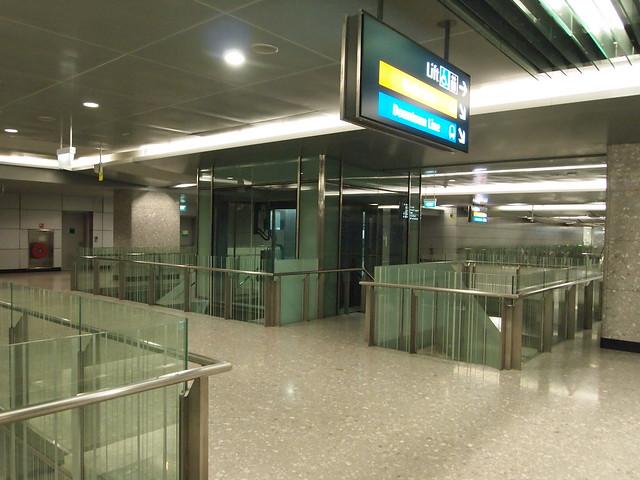 ベイフロント駅(CE1・DT16)
