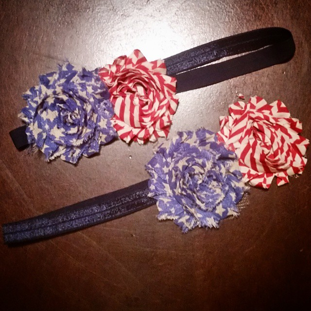 2 elastic bands + 4 shabby flowers + 10 minutes of time = matching patriotic headbands for my girls! ❤ It only took me 2 years before I finally decided to make them!