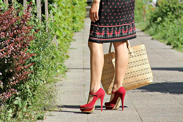 romantic flower dress I www.StylebyCharlotte.com #retro #romantic #flowerprint