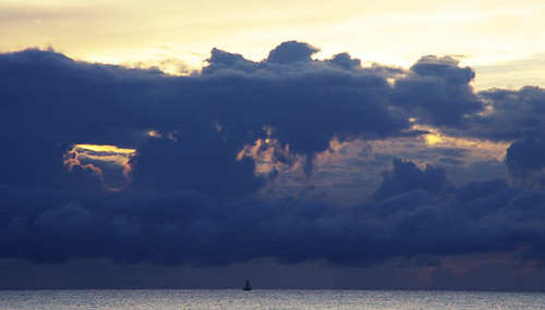 mer-caraibes-cyclone-nuages | by louiseguadeloupe