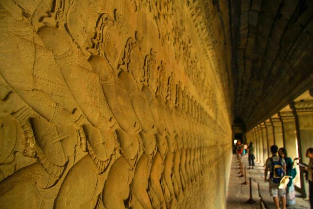 Angkor Wat Relieve Tirando de la cola de Naga