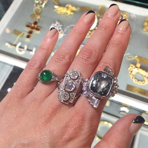 A day at the Vegas Antique Jewelry Show is not complete without a visit to @plattboutiquejewelry !! #showmeyourrings #gemgossipdoesVegas #lasvegasantiquejewelryshow