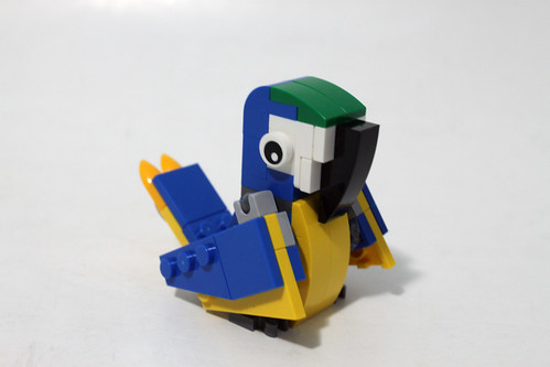 LEGO June 2015 Monthly Mini Build Parrot (40131)