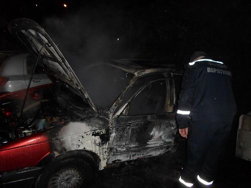 Ледь не згоріли сто авто