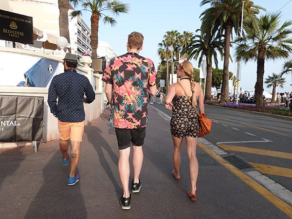 trois marcheurs