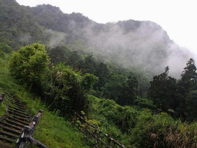 12334雨天山景