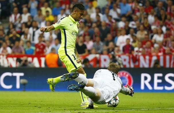Neymar anota el segundo gol ante el Bayern
