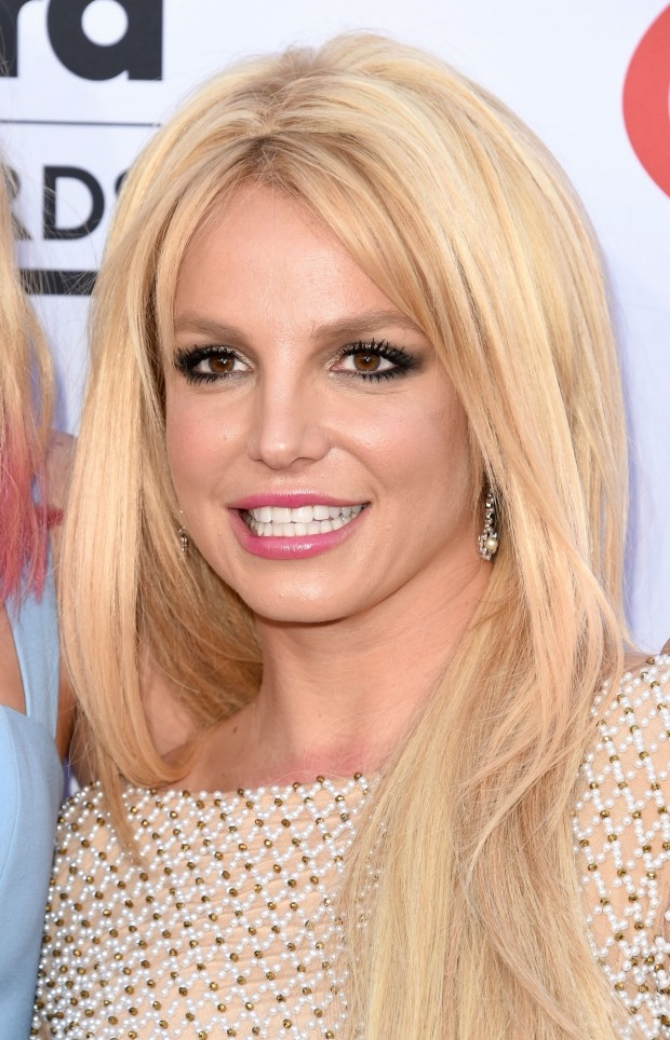 1-maquiagem-britney-spears-billboard-awards-620x964
