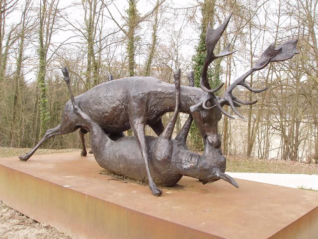 201503220272-Lux-rutting-deer-sculpture_resize