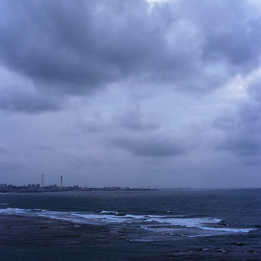 沖繩的颱風剛過, 但下午藍天已差不多回來了