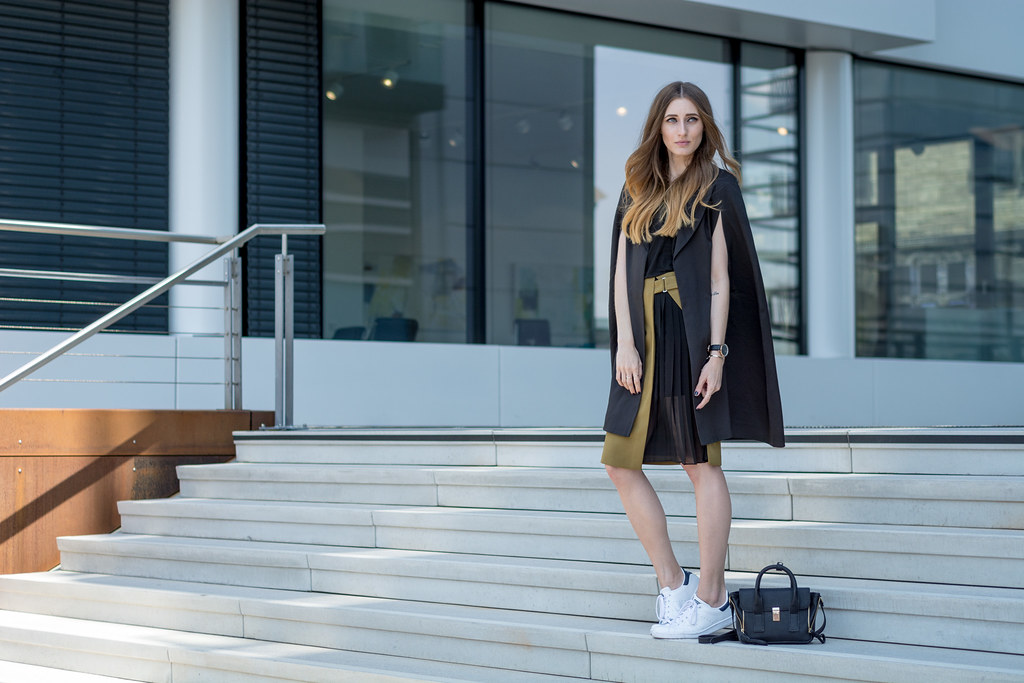 Missguided Cape & Stan Smith Sneakers | Lisa Fiege