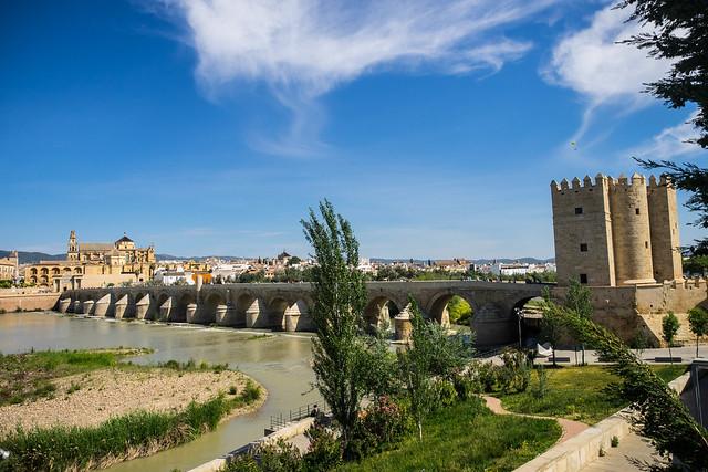 Puente Romano y Torre de la Calahorra