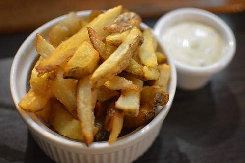 Hand-crafted hot chips & mustard aioli
