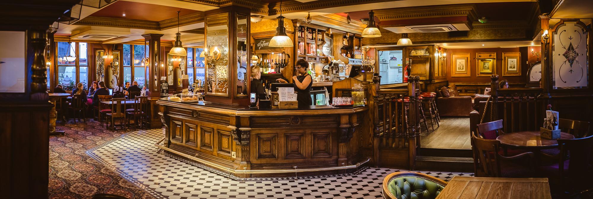 The Mad Hatter. Pub con solera en Southwark donde había gente jugando a Dungeons and Dragons.