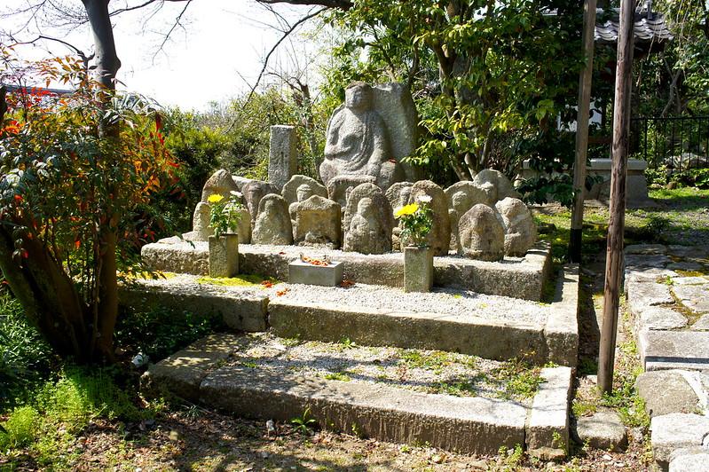 西翁院 門前の石仏/金戒光明寺(Konkai Komyo-ji Temple / Kyoto City) 2015/03/17