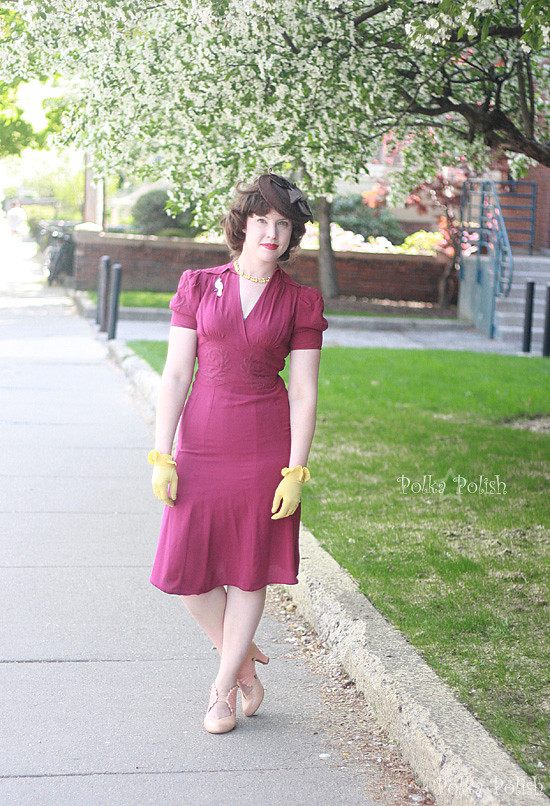 1940s raspberry dress with yellow accessories