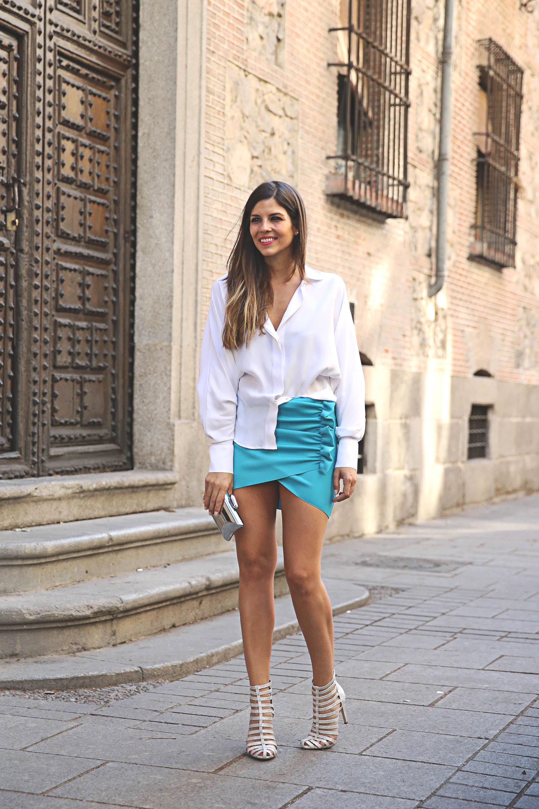 trendy-taste-look-outfit-street-style-ootd-blog-blogger-fashion-spain-moda-españa-lolali-blue-neopreno-azul-falda-blusa-bcbg-338-sandalias-serpiente-8