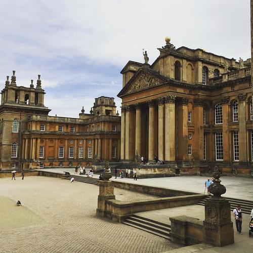 Blenheim Palace. Ergens in één van de vele kamers is Winston Churchill geboren. De rest is geschiedenis, het paleis was al geschiedenis.