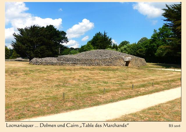"""Ein weiteres Megalith-Monument in Locmariaquer ist der """"Table des Marchands"""", der """"Tisch der Kaufleute"""". Dieses jungsteinzeitliche Bauwerk wurde zu Beginn des 4. Jahrtausends vor unserer Zeitrechnung errichtet. Es handelt sich um einen tischförmigen Dolmen (bretonisch dol = Tisch / men = Stein) innerhalb eines Steinhügels (Cairn). - Fotos und Fotocollagen: Brigitte Stolle 2016"""