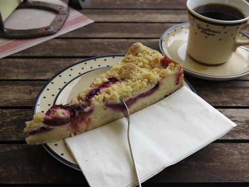 Pflaumenkuchen und Kaffee im Gasthaus Meyer im Zoo Hannover