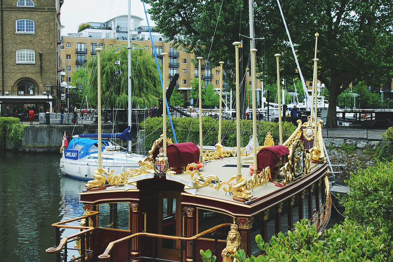Trip4Real Black Cab London Tour St Katherine's Docks