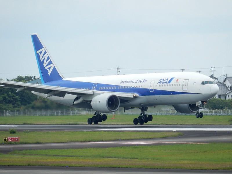 ANA B777-200 JA8198