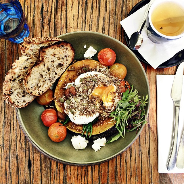 Brunch at our Kingscliff fave - @mockingbirdcafe. Roast pumpkin, perfectly poached eggs, labne (or was it whipped feta), dukkah, green tea (always).