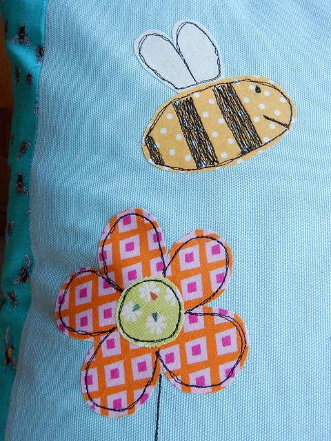 Bee cushion (6)