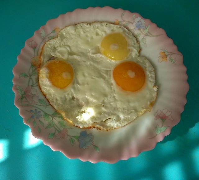Цельная яичница // Uncut fried eggs