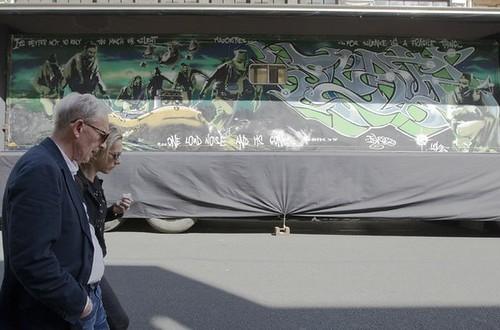 Subastan obra gigante de Banksy en más de medio millón de euros