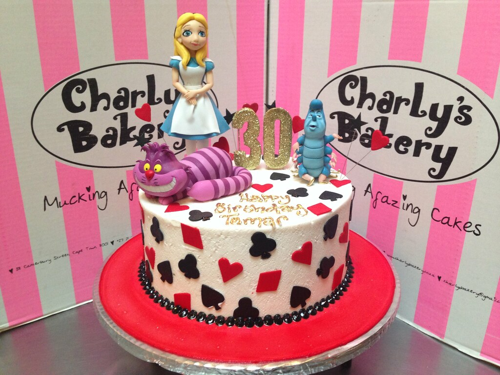 alice in wonderland themed cakes