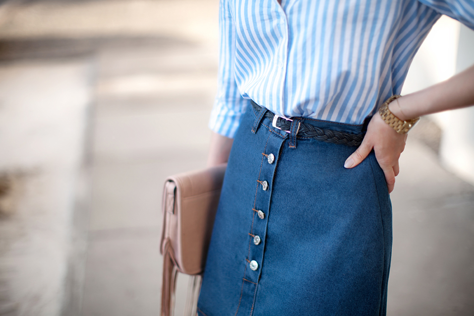 how-to-wear-a-denim-skirt-70s-trend
