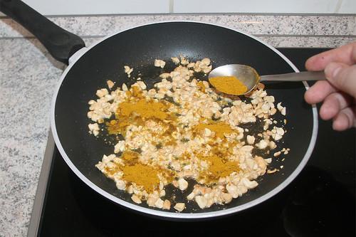 33 - Mit Curry bestäuben / Dredge with curry