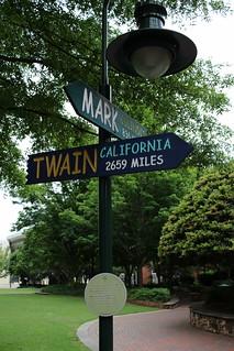 Mark Illinois, Twain California