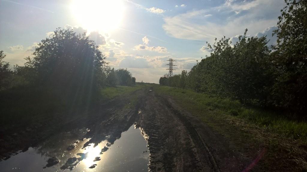 Дорога поле дождя, выглядит очень красиво