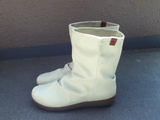 コロンビア 白ブーツ 横