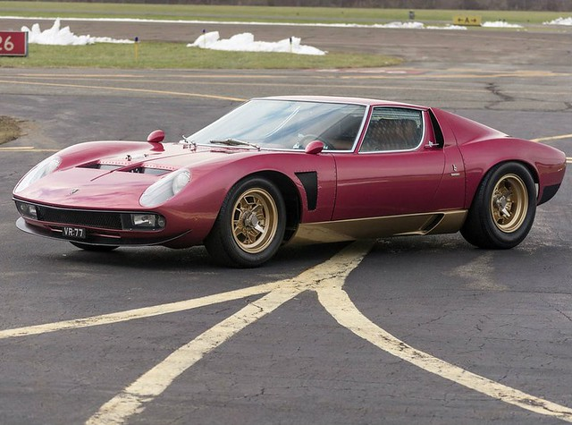 Суперкар Lamborghini Miura SVJ 1971 года выпуска