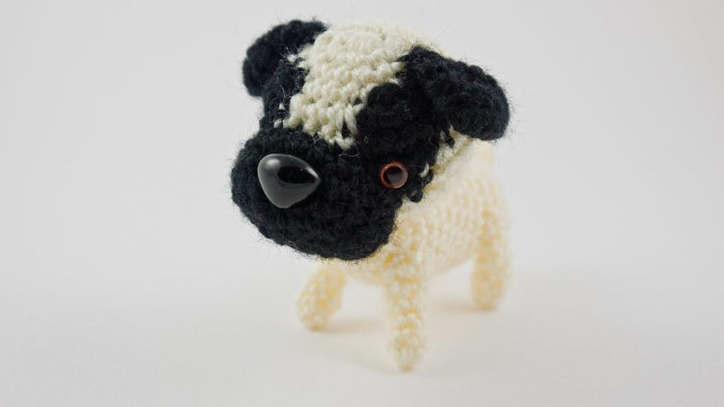 Miniature pug. Pug mini crochet with bed Amigurumi crochet Pug Dog ... | 575x1024