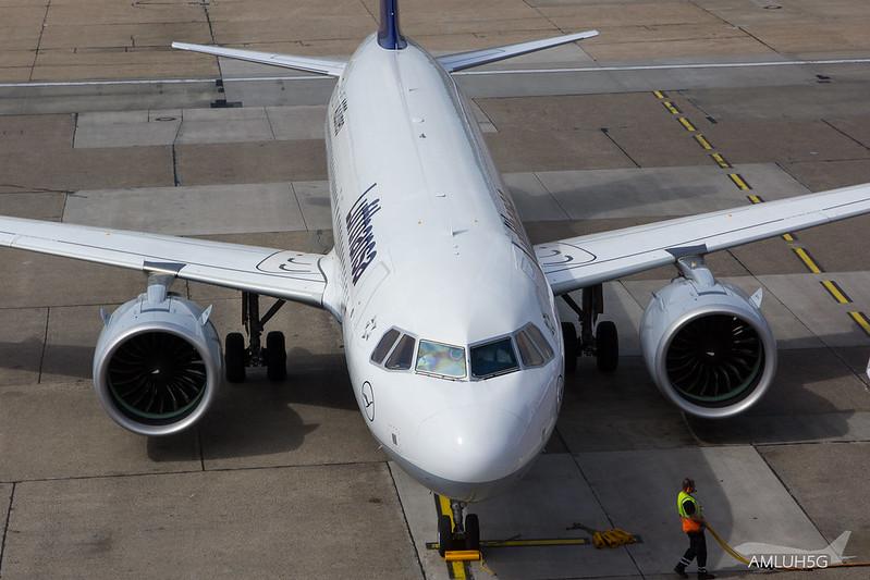 Lufthansa - A320 - D-AINB (3)