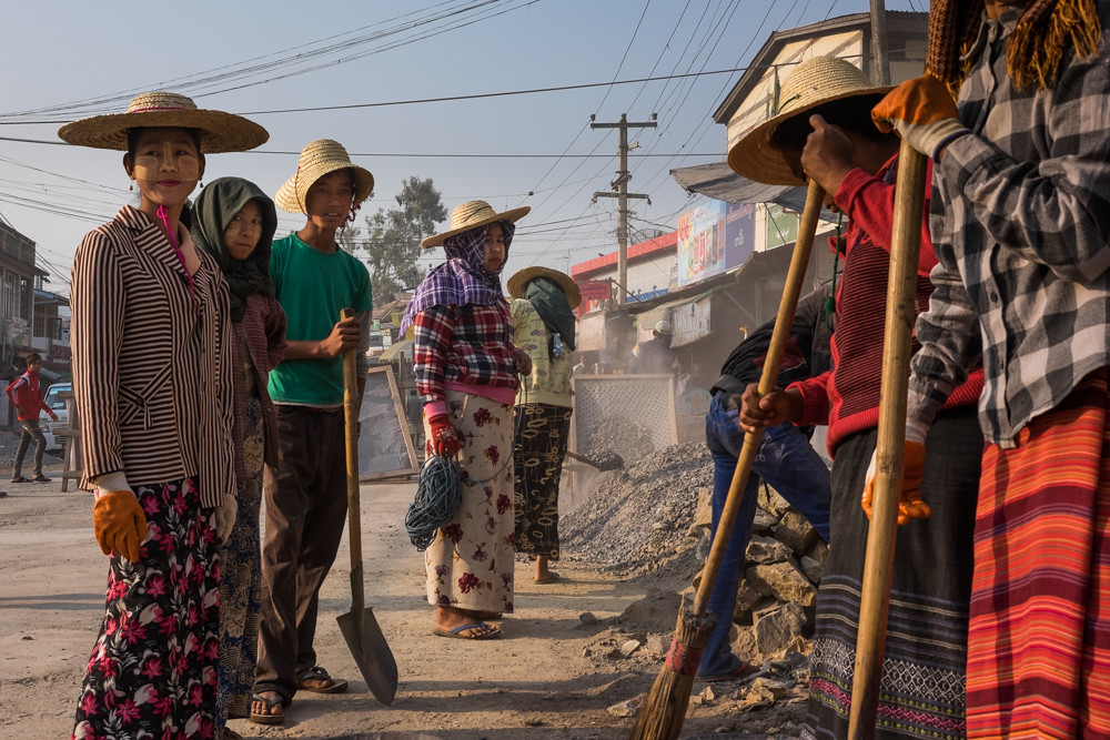 Construction workers - Taungyyi, Myanmar | by Guille Ibanez