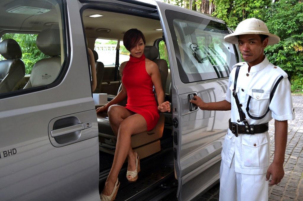 1 Rebecca Saw - Majestic hotel - pick up service