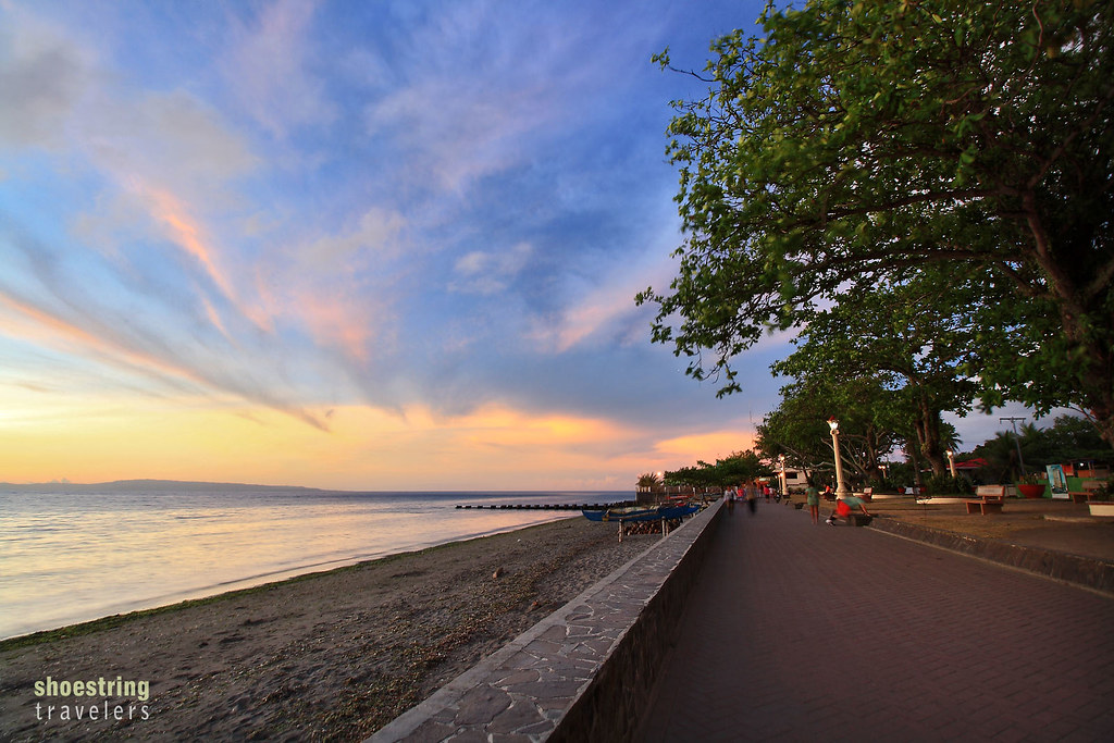 sunrise colors at Rizal Boulevard bay walk