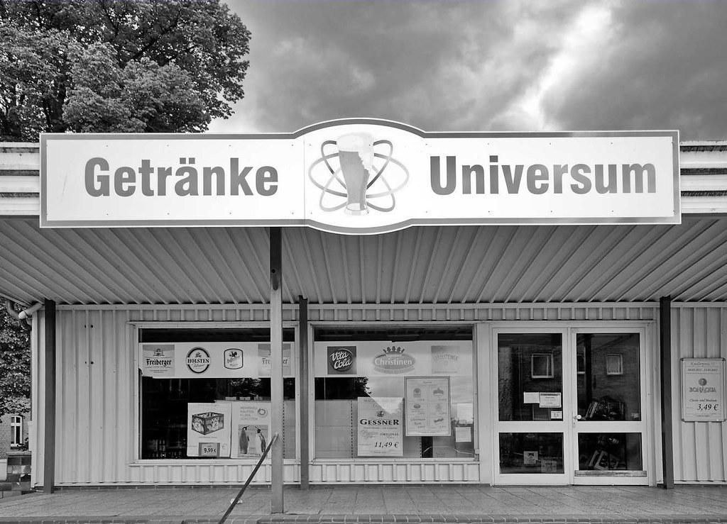 1295 (2) Schwarz-Weiss Fotografie - Laden in Dömitz / Elbe… | Flickr