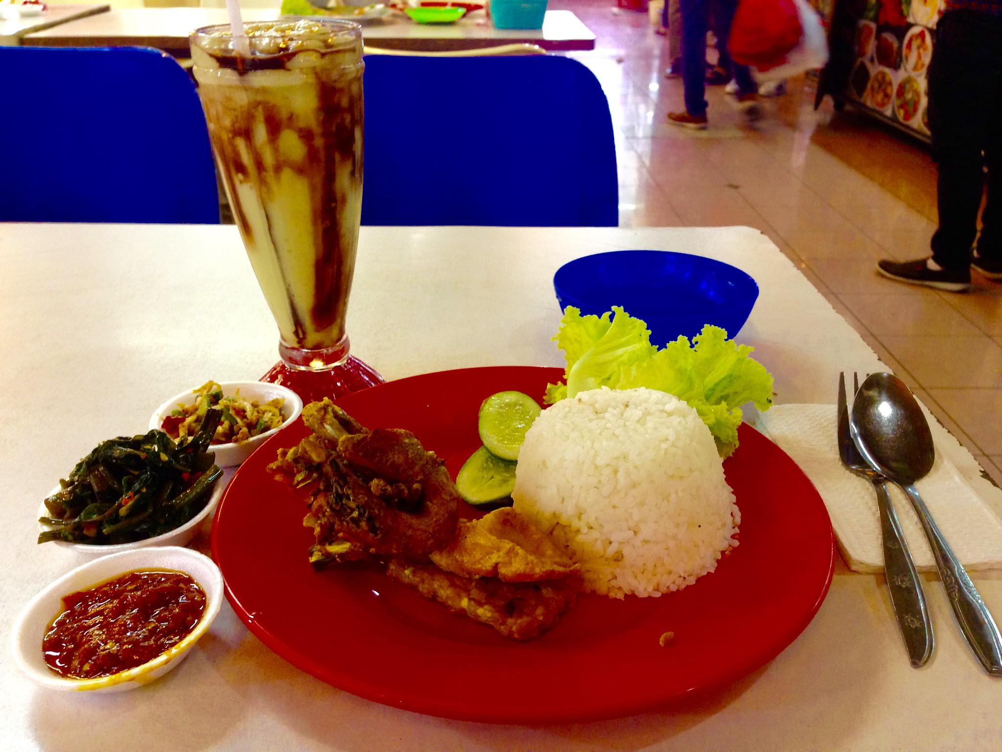 3 USD meal of fried chicken and avocado shake, Bandung