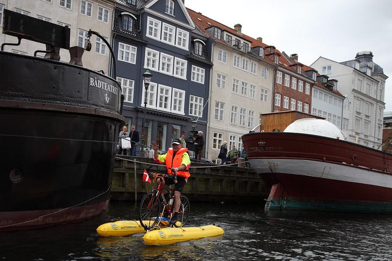 039-water-bike