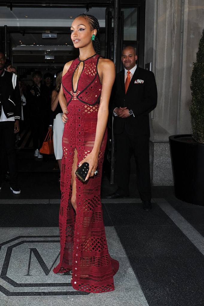 crochet-burberry-d-neckline-and-dress-with-plunging-with-slit