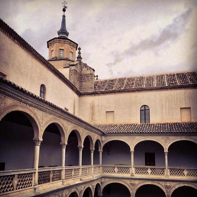 Uno de los patios del Museo de Santa Cruz